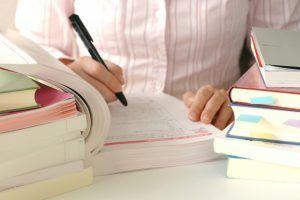 TOEFL対策を行う学生
