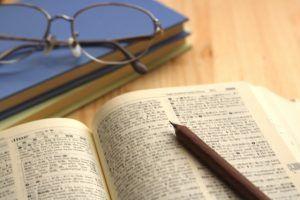 英検準1級合格を目指し、勉強中の学習者