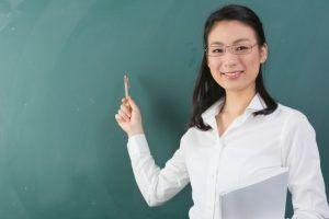 英語の勉強本の選び方で失敗しない方法をレクチャーする教師