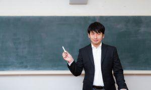 大阪・枚方で英会話セミナーを行う男性講師