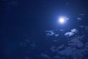 """英会話で色にまつわる表現""""blue moon"""""""